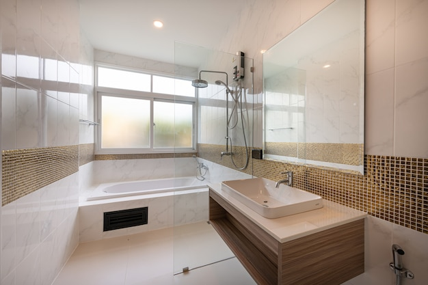Binnenland van modern badkuipbadkamers en gootsteenbinnenland in een hotel