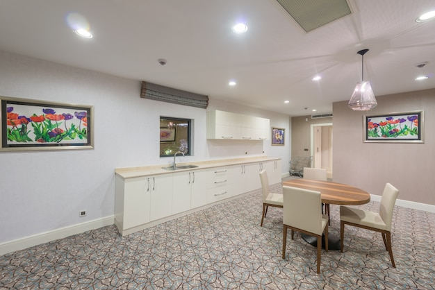 Binnenland van moderne keukenruimte