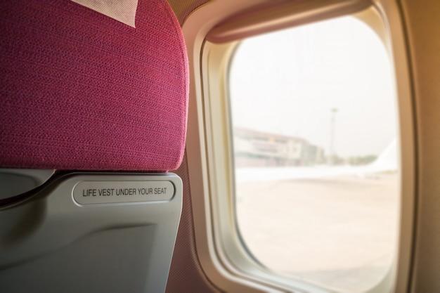 Binnenland van vliegtuigzetel met vensterlicht