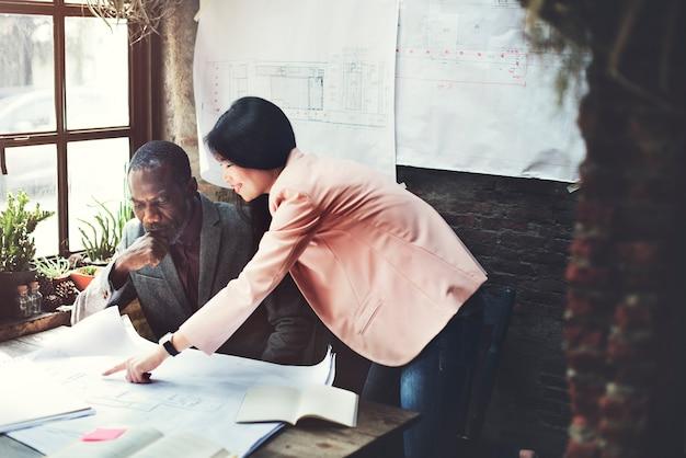 Binnenlands ontwerp team meeting brainstorming working concept