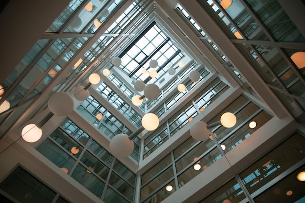 Binnenlands ontwerp van een modern gebouw