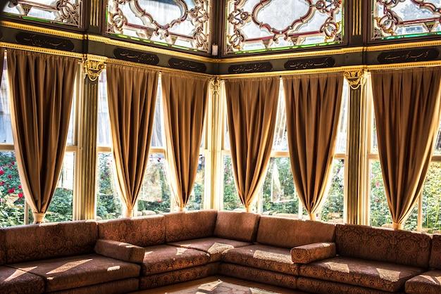 Binnenlandse mening van een gebouw in istanboel, turkije