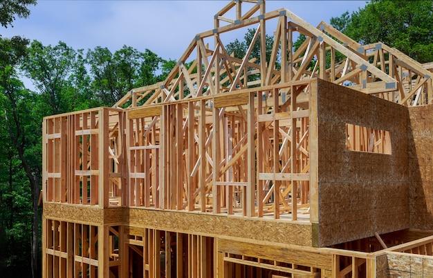 Binnenlandse mening van een huis in aanbouw huis frame