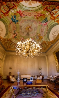 Binnenlandse mening van één van de mooie die ruimten van ajuda-paleis in lissabon, portugal wordt gevestigd.