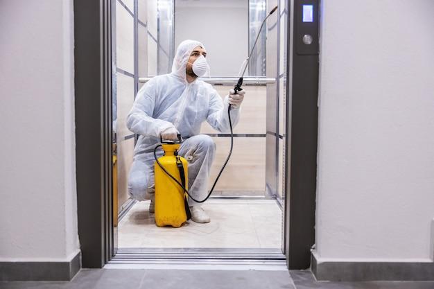 Binnenoppervlakken reinigen. reiniging en desinfectie binnen gebouwen