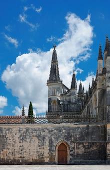 Binnenplaats van de middeleeuwse kerk