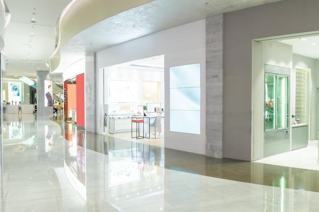 Binnenruimte van warenhuis