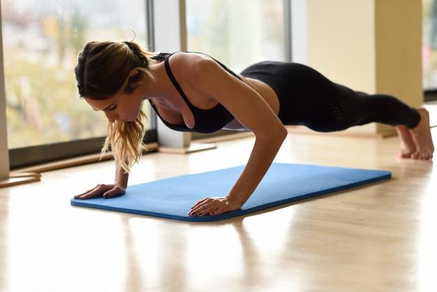 Binnenshuis sterkte sport bodybuilder