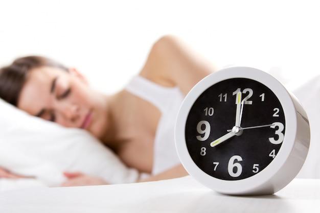 Binnenshuis zen nacht alarm vrouwelijke