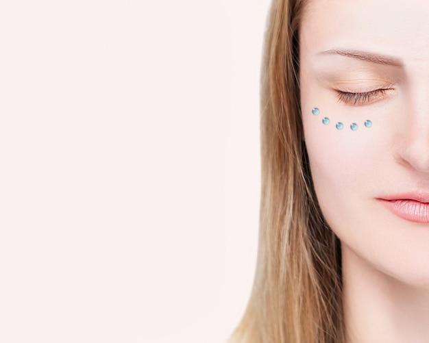 Bio revitalisatie, mesotherapie, injectie cosmetologie, hydratatie van de huid, schoonheidsconcept.