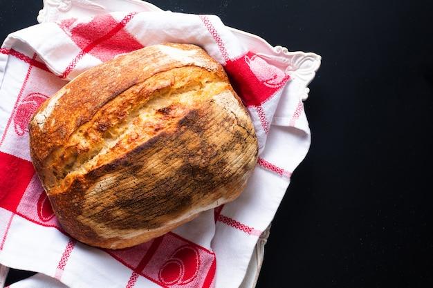 Biologisch rustiek ambachtelijk zuurdesembrood