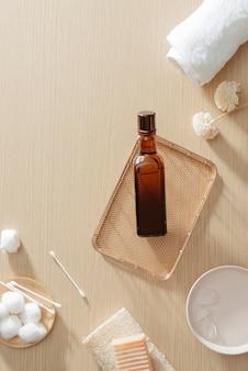 Biologische cosmetica met natuurlijke olie op witte achtergrond bovenaanzicht