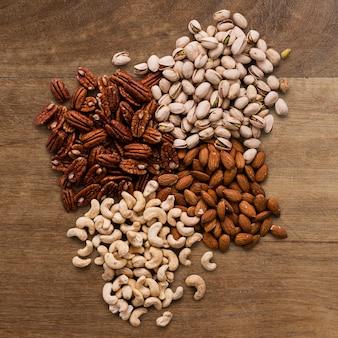 Biologische gemengde noten food fotografie plat leggen