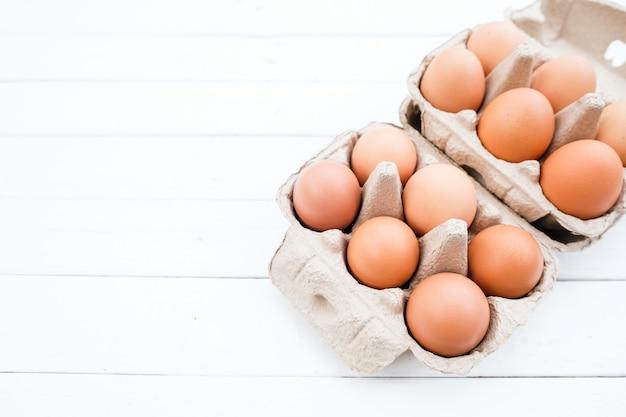Biologische kippeneieren van de boerderij