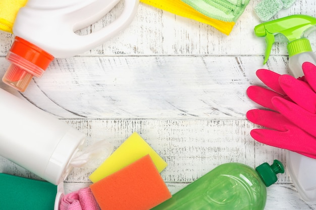 Biologische organische reinigingsbenodigdheden. red het concept van de planeet