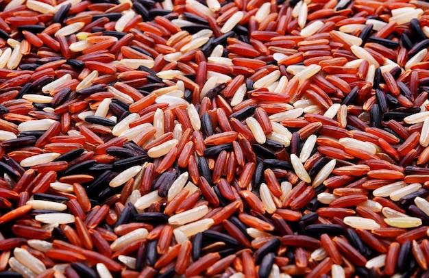Biologische rijst gemengde droge achtergrond