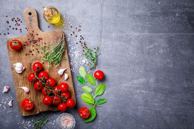 Biologische, vegetarische ingrediënten, olijfolie en kruiden