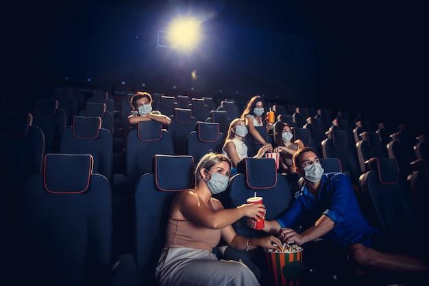 Bioscoop bioscoop tijdens quarantaine coronavirus pandemie veiligheidsregels sociaal