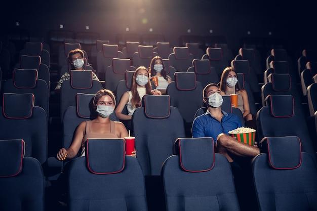 Bioscoop bioscoop tijdens quarantaine coronavirus pandemische veiligheidsregels