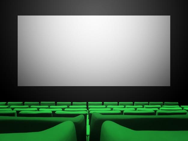 Bioscoopfilm met groene fluwelen stoelen en een leeg wit scherm. kopieer ruimte achtergrond