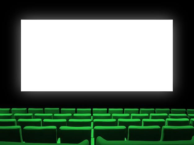 Bioscoopfilm met groene fluwelen stoelen en een leeg wit scherm
