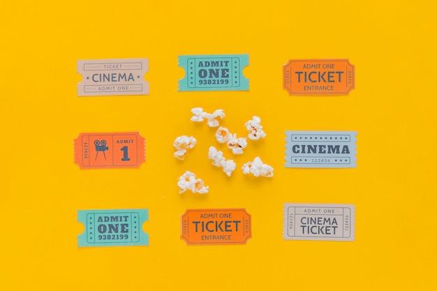 Bioscoopkaartjes met popcorns