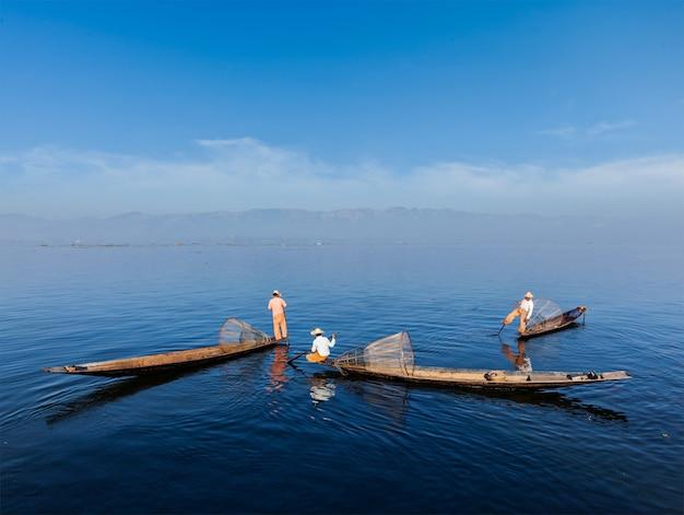 Birmaanse visser bij inle-meer, myanmar