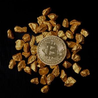 Bitcoin die over gestapelde goudklompjes legt die plat worden weergegeven. bitcoin zo wenselijk als digitaal goudconcept. bitcoin cryptocurrency.