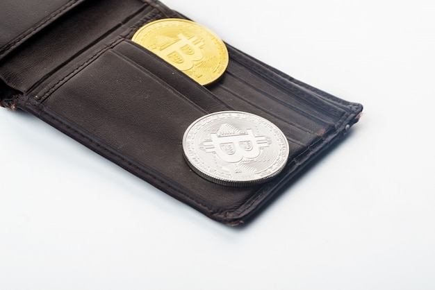 Bitcoin in de portefeuille, witte achtergrond
