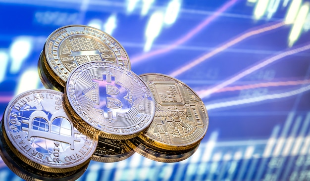 Bitcoin is een nieuw concept van virtueel geld, de afbeeldingen en digitale achtergrond. munten met de afbeelding van de letter b.