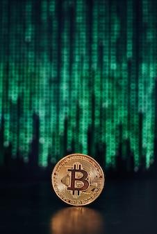 Bitcoin met code op het oppervlak