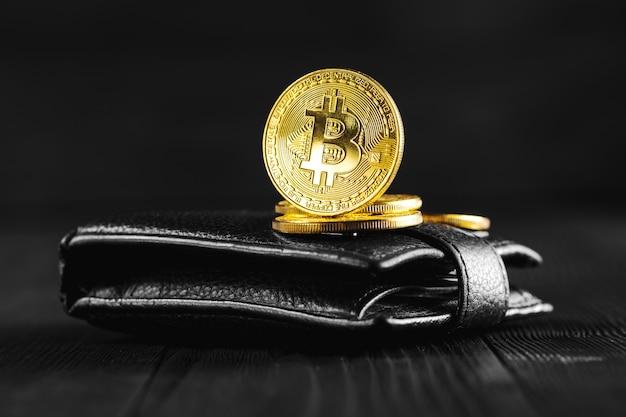 Bitcoin met dollar op portemonnee