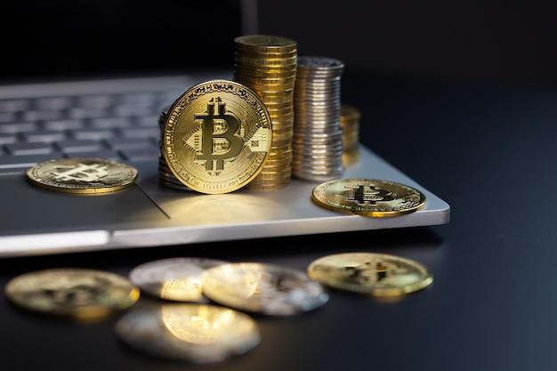 Bitcoin-munten op een toetsenbord