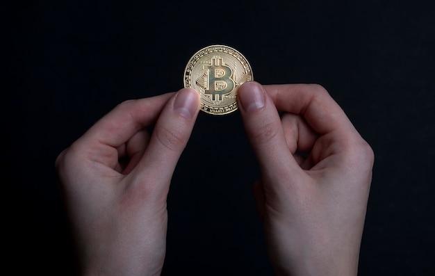 Bitcoin of btc gouden munt met teken van cryptocurrency.