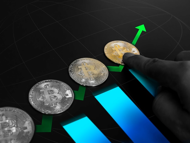 Bitcoin technologie achtergrond. gouden bitcoin met groene pijl omhoog met wijzende vinger en blauwe grafiek. cryptocurrency-investeringsconcept. digitale toekomstige munt valuta financiële achtergrond.
