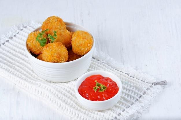 Bitterballen oerhollandse snack of brulee bomb hedendaagse hartige snack