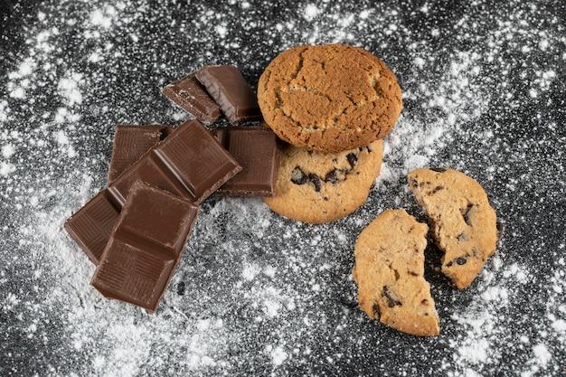 Bittere chocolade en havermoutkoekjes