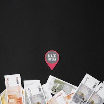 Black friday-inscriptie op papier met geld