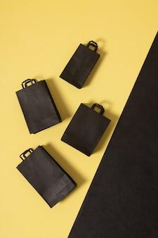 Black friday sale miniatuur mock-up boodschappentassen zwart en geel plat gelegd met kopieerruimte