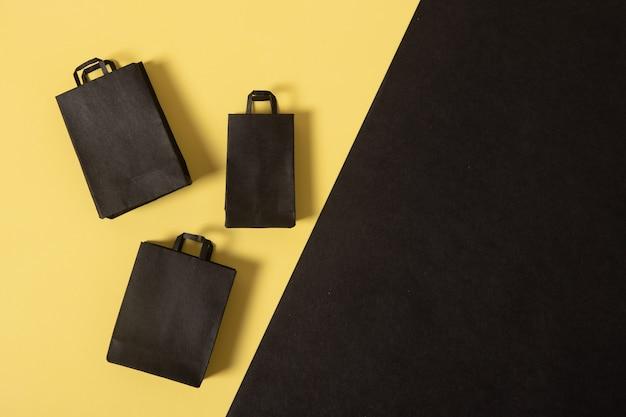 Black friday sale miniatuur mock-up boodschappentassen zwart en geel plat gelegd