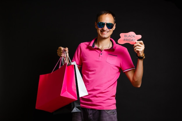 Black friday super sale winkelende man