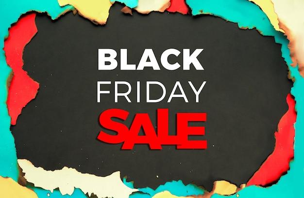 Black friday-verkoopachtergrond. panoramisch frame van verbrand papier met verbrande randen.