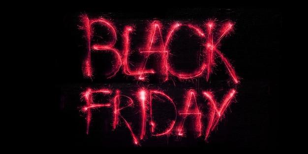 Black friday verkoopconcept neon verlichte heldere letters op zwarte achtergrond modern design
