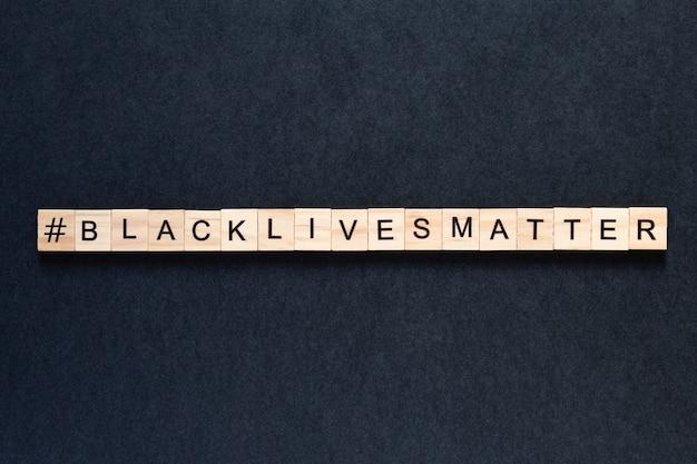 Black lives matter inscriptie op een zwarte achtergrond. protesten. onrust. hashtag blacklivesmatter