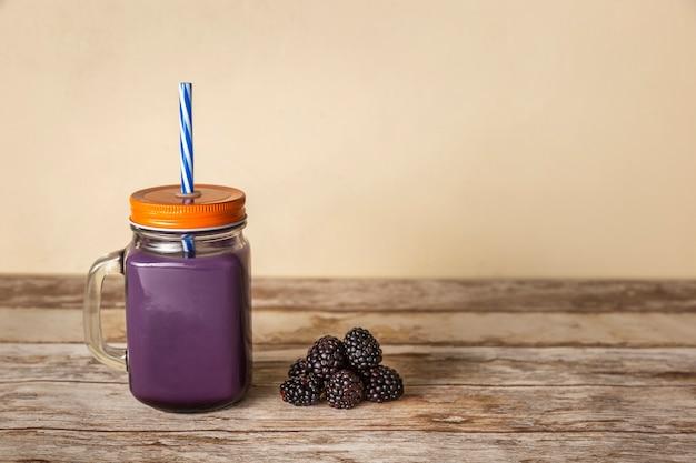 Blackberry smoothie met kopie ruimte