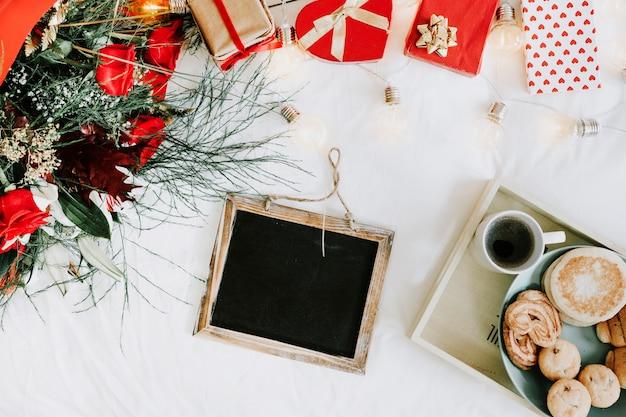 Blackboard bij het ontbijt en valentijnsdag presenteert