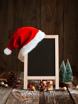 Blackboard met kerstmuts
