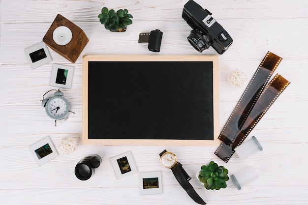 Blackboard omringd door fotografie-elementen