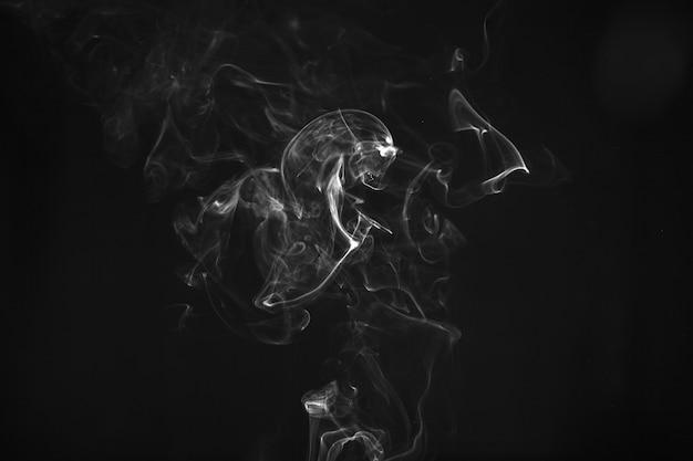 Bladerdeeg van witte rook