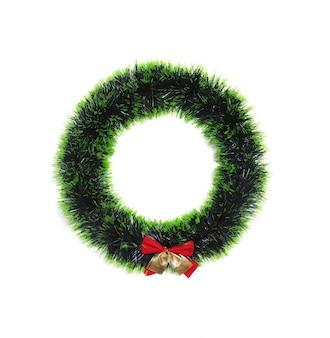 Bladeren van een groene pijnboom zijn cirkels.